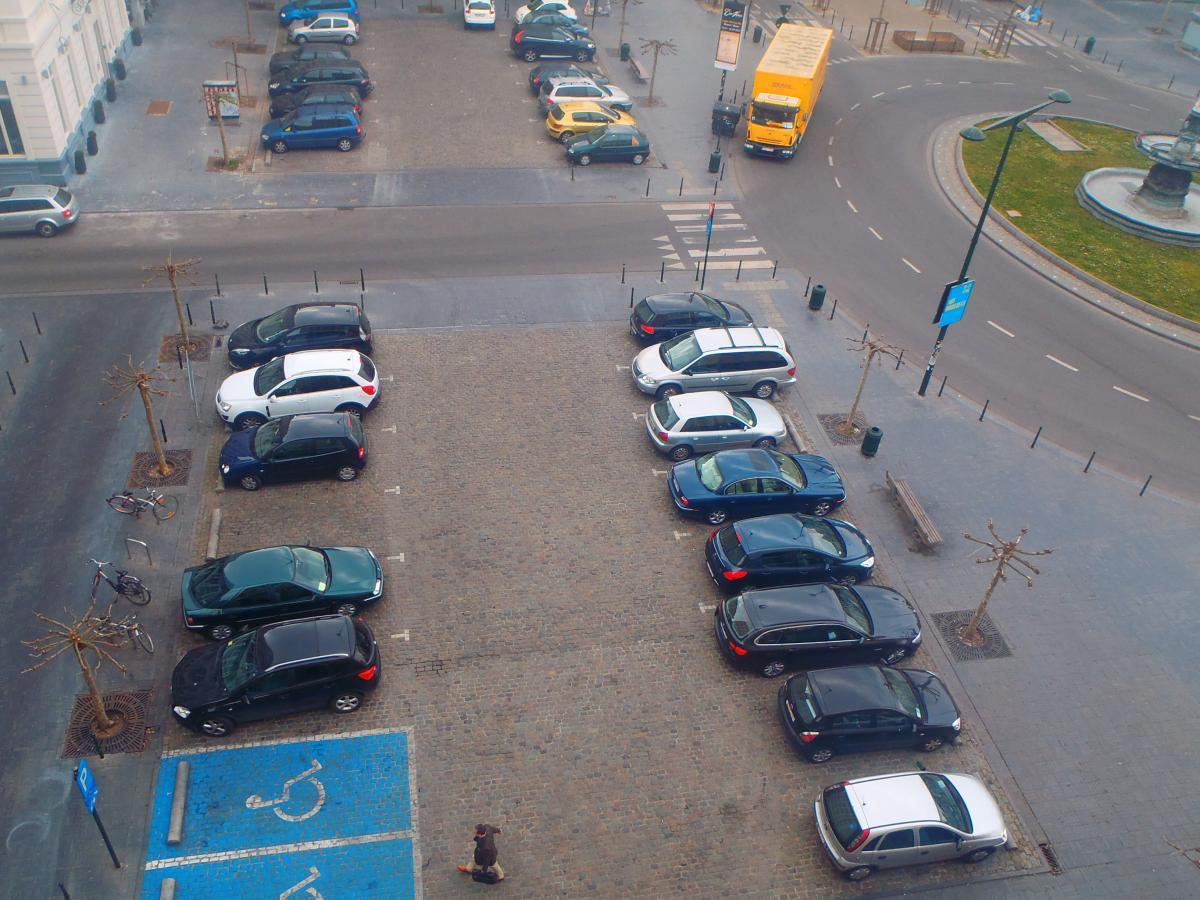Les Services / Parking